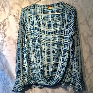 Vince Camuto Plaid bell cross front long sleeve L